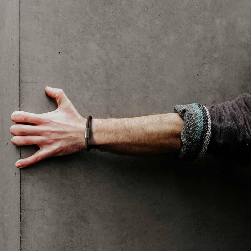 Armband mit mattsilbernem Magnetverschluss und Textilkabel RN04